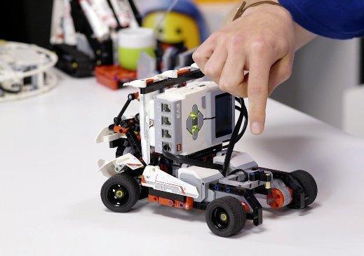 Робототехника и конструкторы LEGO Education